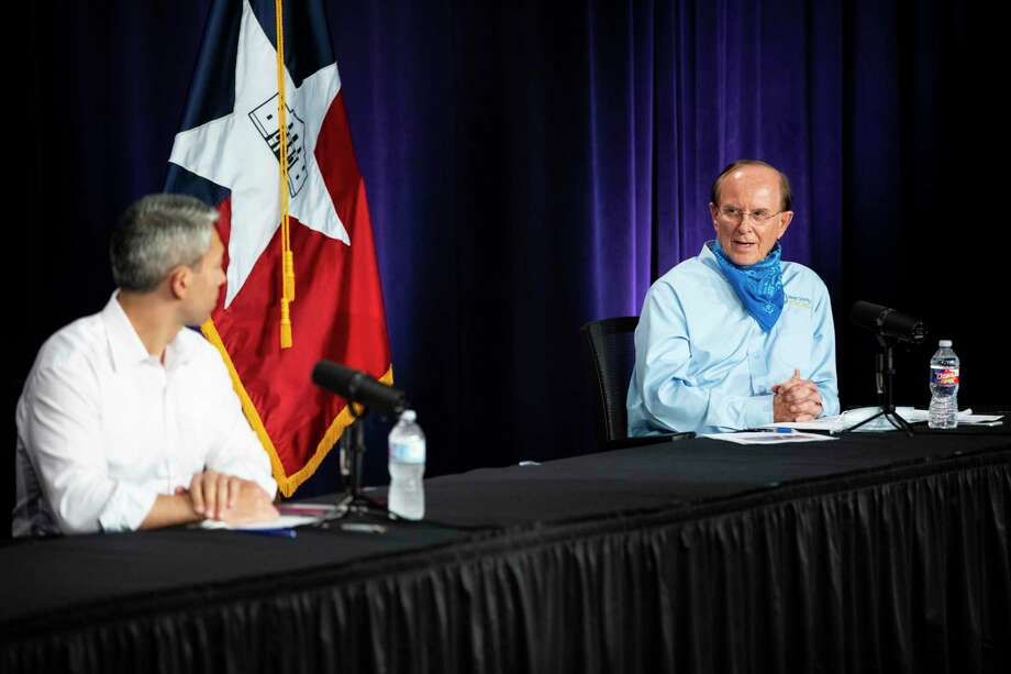 Mayor Ron Nirenberg, left, and Bexar County Judge Nelson Wolff speak during the daily briefing about the coronavirus on Monday, Aug. 10, 2020. Photo: Matthew Busch /Contributor / **MANDATORY CREDIT FOR PHOTOG AND SAN ANTONIO EXPRESS-NEWS/NO SALES/MAGS OUT/TV