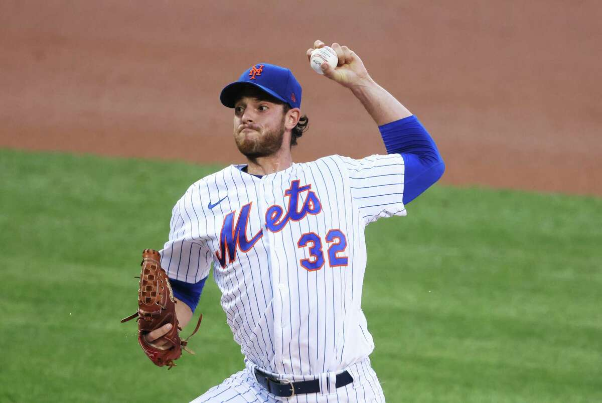 NEW YORK, NEW YORK - AUGUST 10: Steven Matz #32 of the New York Mets pitches against the Washington Nationals during their game at Citi Field on August 10, 2020 in New York City. (Photo by Al Bello/Getty Images)