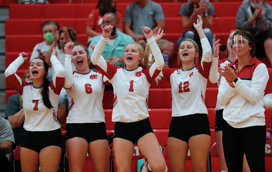 Splendora cheers during the first set of a non-district high school volleyball match, Tuesday, Aug. 11, 2020, in Splendora. Photo: Jason Fochtman, Houston Chronicle / Staff Photographer / 2020 © Houston Chronicle