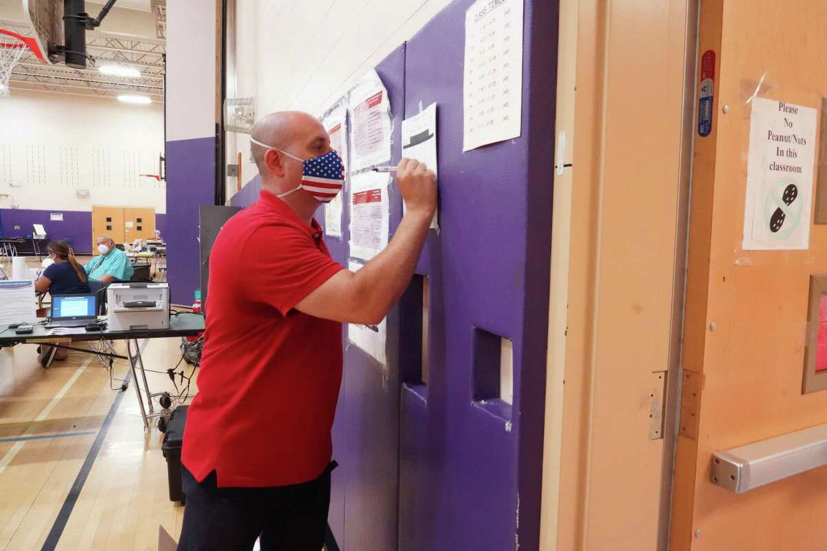 Moderator Ted Sibilia tallied up the votes at 2 p.m. at Saxe Middle School in New Canaan during the primary on Tuesday, Aug. 11, 2020.