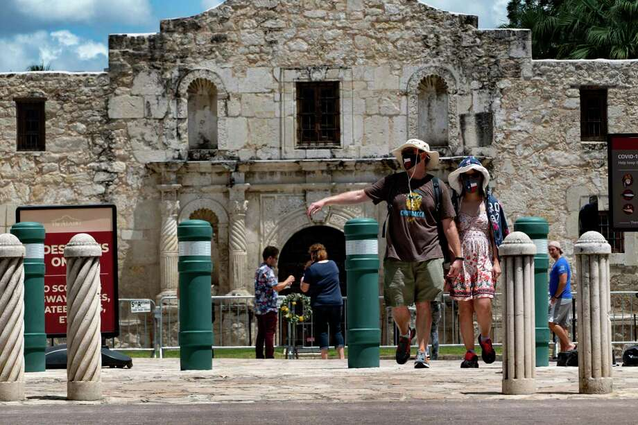 People explored Alamo Plaza on Tuesday, several days after the outdoor area reopened to the public. The Alamo grounds and shrine remain closed. The plaza was closed June 1 as nightly demonstrations were occurring in downtown San Antonio. Photo: Billy Calzada /San Antonio Express-News / ***MANDATORY CREDIT FOR PHOTOG AND SAN ANTONIO EXPRESS-NEWS /NO SALES/MAGS OUT/TV