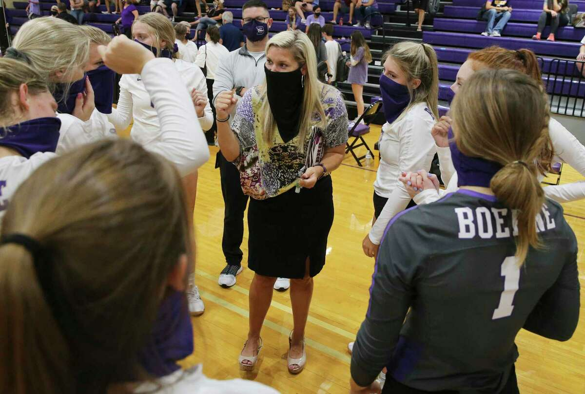 Boerne volleyball coach Tisha Pettibon (center) congratulates her players after defeating Comfort in girls volleyball at Boerne High School Gym on Tuesday, Aug. 11, 2020. This match is one of the area's competitive high school sporting events since the Coronavirus pandemic affected the country. Boerne defeated Comfort, 3-0.