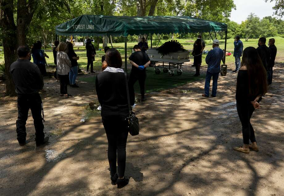 Family members stand socially distant while attending the funeral of Trancito Rangel Diaz, 46, a construction worker who died of COVID-19, at Forest Lawn Cemetery on Aug. 4 in Houston. Photo: Godofredo A. Vásquez/Staff Photographer / ? 2020 Houston Chronicle