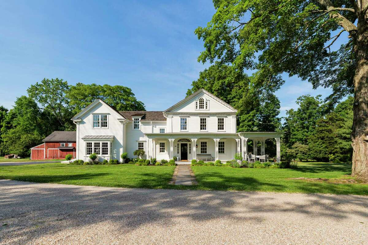 The updated antique Federal/Greek Revival house and barn sits on 5.44 acres at 98 Banks Place, a private lane in Southport Village. It was completely modernized while preserving its historic charm and integrity.