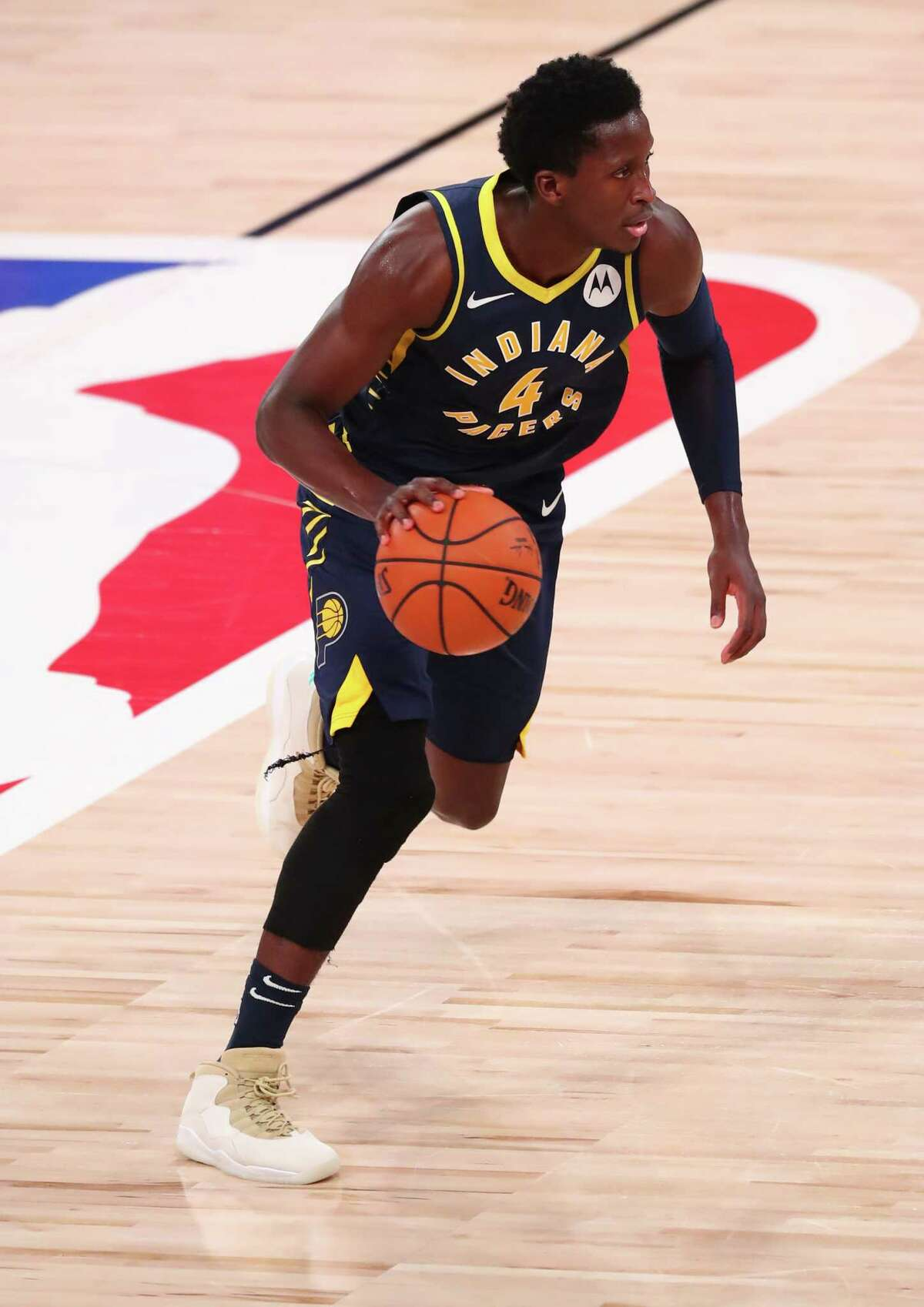 LAKE BUENA VISTA, FLORIDA - AUGUST 12: Victor Oladipo #4 of the Indiana Pacers brings the ball up court against the Houston Rockets in the fourth quarter at AdventHealth Arena at ESPN Wide World Of Sports Complex on August 12, 2020 in Lake Buena Vista, Florida. NOTE TO USER: User expressly acknowledges and agrees that, by downloading and or using this photograph, User is consenting to the terms and conditions of the Getty Images License Agreement. (Photo by Kim Klement-Pool/Getty Images)
