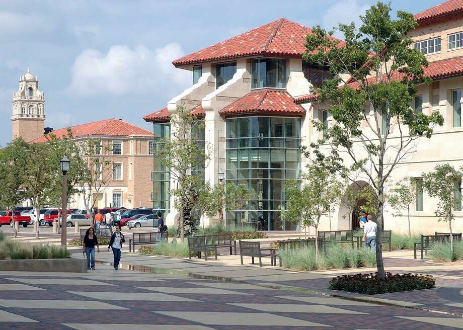 In the counties where four-year college students make up at least 10 percent of the population, including Lubbock, Hays and Brazos, cases have grown 34 percent since Aug. 19, according to a Texas Tribune analysis. Photo: Holzman Moss Bottino Architecture // Wikimedia Commons