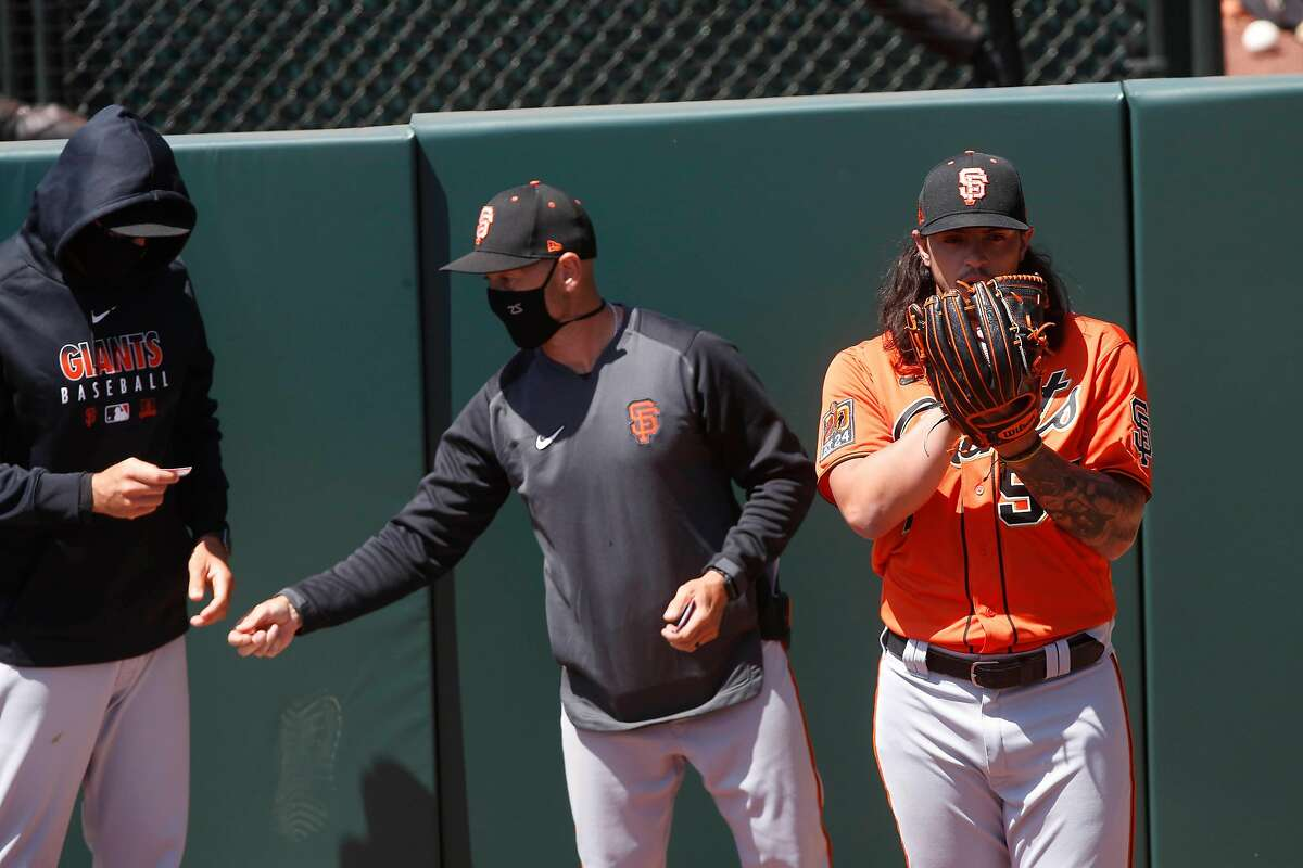 Dereck Rodr�guez (right) of the San Francisco Giants warms up in the bullpen at Oracle Park on Monday, July 13, 2020 in San Francisco, Calif.