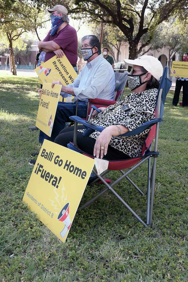 District 8 residents participated in a protest Wednesday, August 12, 2020, at St. Peter's Plaza. They were protesting taxation without representation: District 8 does not have a council member. Photo: Cuate Santos / Laredo Morning Times / Laredo Morning Times