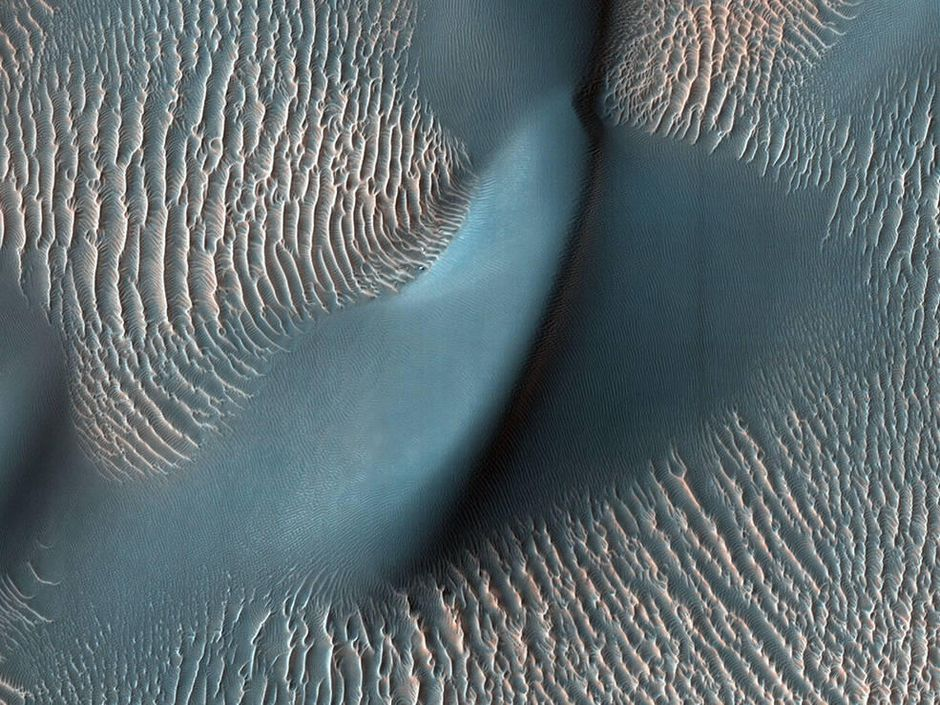 NASA shows off best Mars orbiter images from the past 15 years