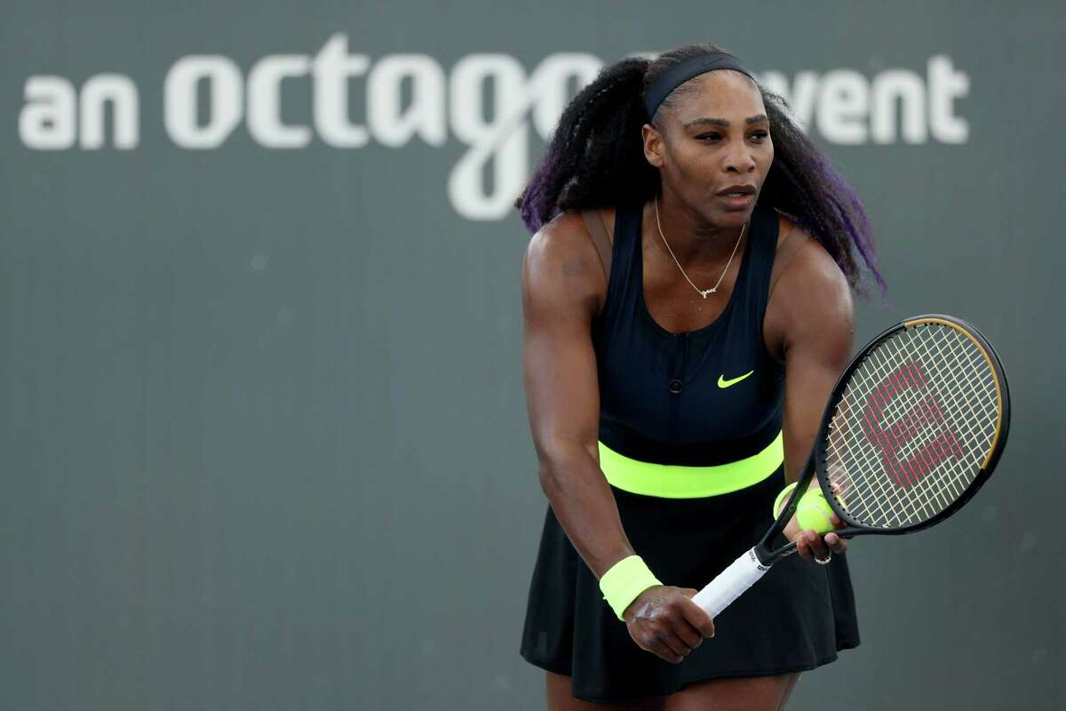 LEXINGTON, KENTUCKY - AUGUST 13: Serena Williams serves during her match against Venus Williams during Top Seed Open - Day 4 at the Top Seed Tennis Club on August 13, 2020 in Lexington, Kentucky. (Photo by Dylan Buell/Getty Images) *** BESTPIX ***