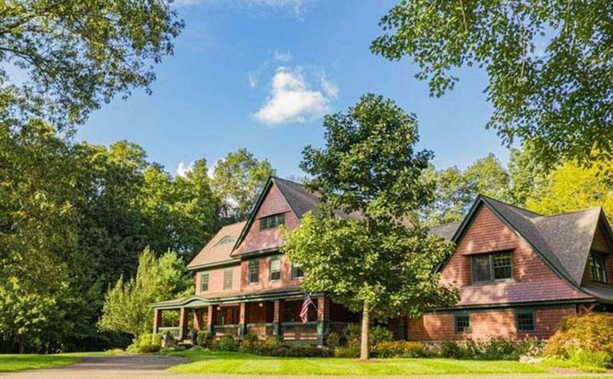 20 Ground Pine Road: Christopher and Laura Hemschot to George and Heidi Tsapelas, $1,349,000.