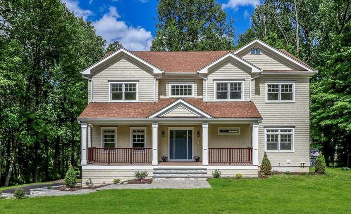 23 Coley Road: Chestnut RE LLC to William Guest and Emily Ricca, $979,000