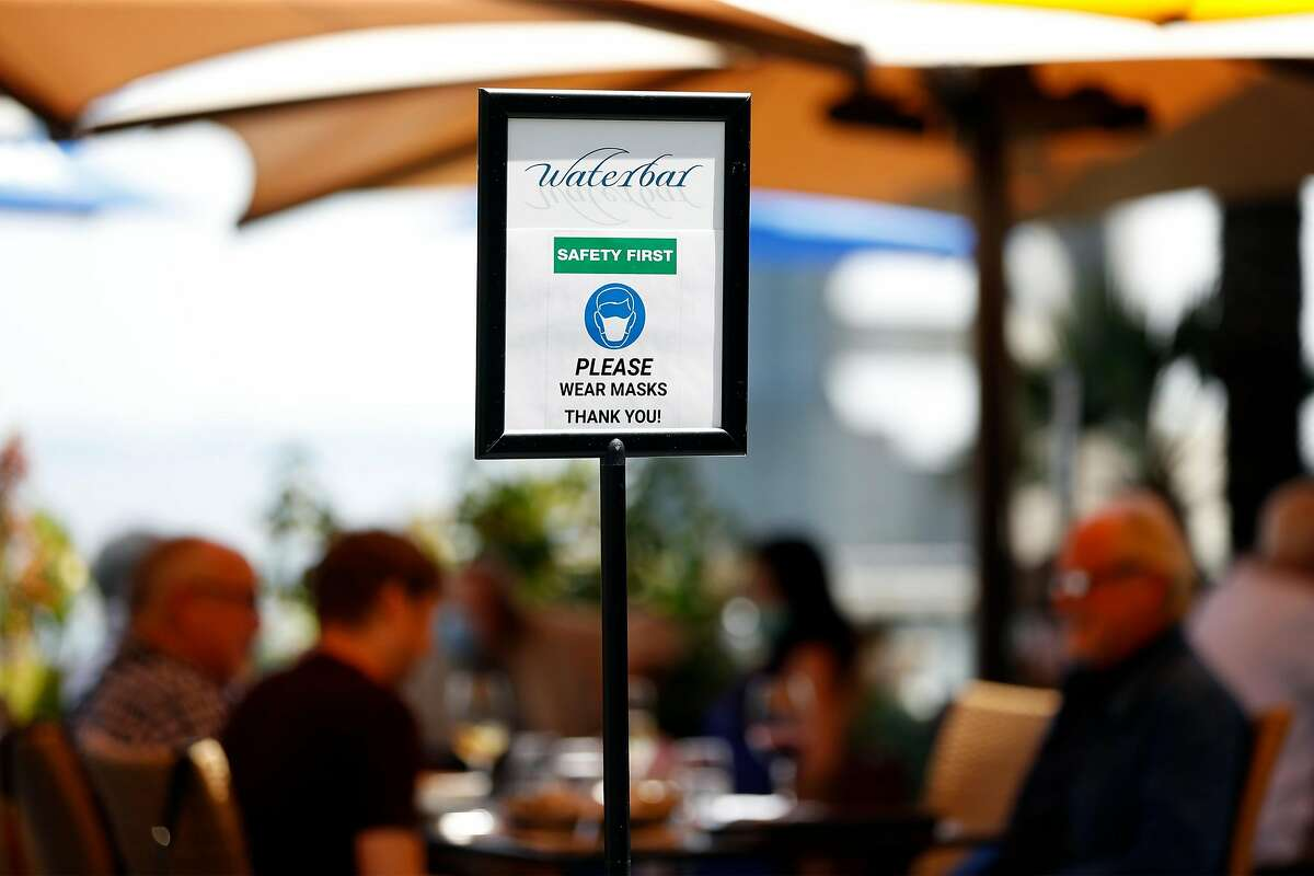 Sign requesting mask wearing at Waterbar in San Francisco, Calif., on Thursday, August 13, 2020. San Francisco's power lunch scene has become relaxed during pandemic.