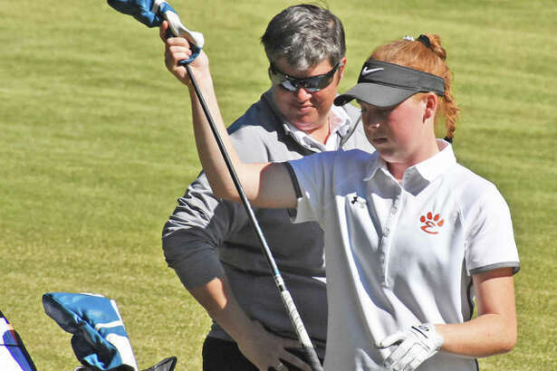 Edwardsville's Riley Lewis, right, discusses club choice with coach Libby Koonce during the Class 3A O'Fallon Sectional last year at Far Oaks in Caseyville.
