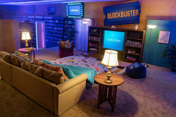 Take a look at the very last Blockbuster in Bend, Oregon, that now doubles as an Air Bnb.
