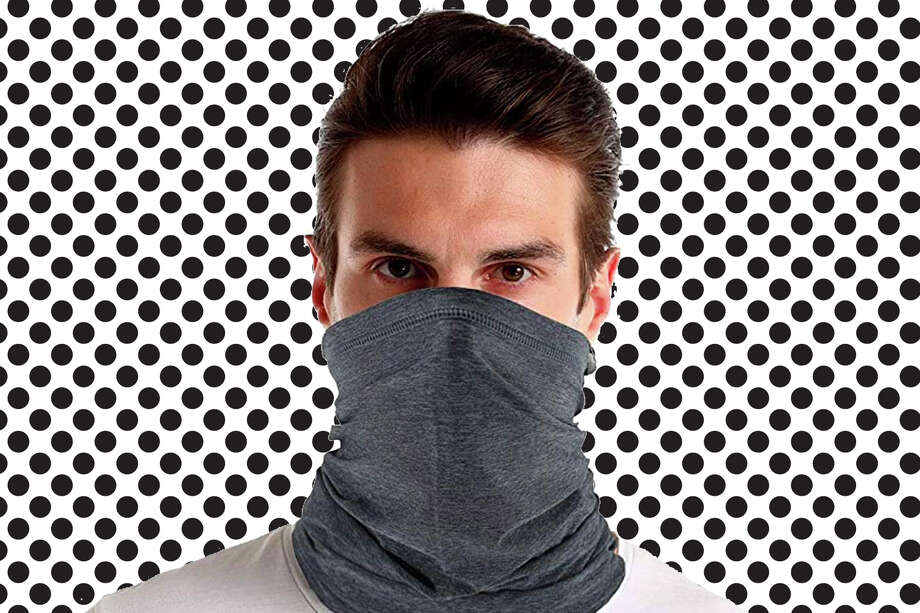 Cooling neck gaiter for adults available at Amazon. Photo: Feeke