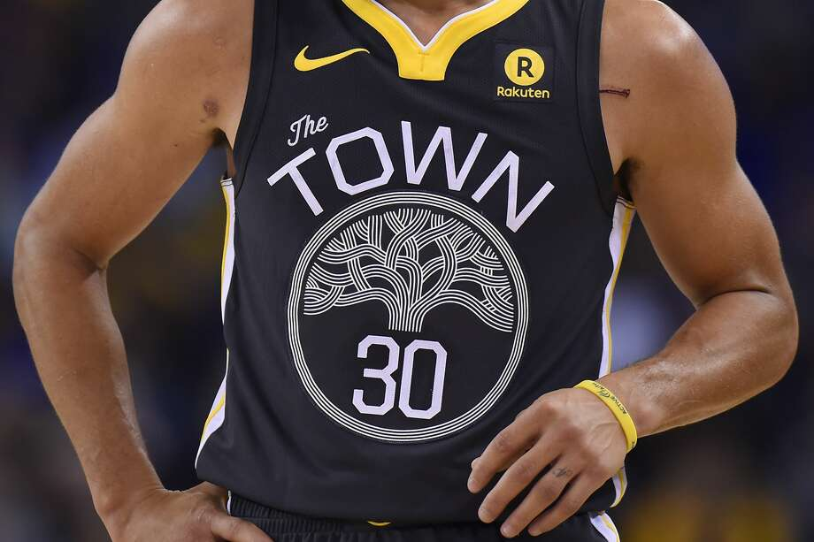 Golden State Warriors' Steph Curry wearing The Town jersey in 2017. Photo: MediaNews Group/Bay Area News Vi/MediaNews Group Via Getty Images / Bay Area News Group