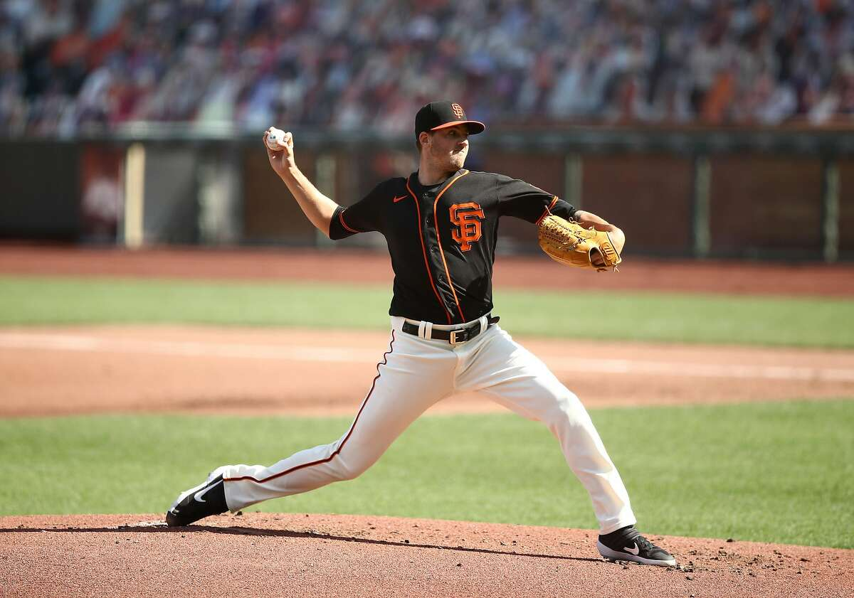 SAN FRANCISCO, CALIFORNIA - AUGUST 15: Kevin Gausman #34 of the San Francisco Giants pitches against the Oakland Athletics in the second inning at Oracle Park on August 15, 2020 in San Francisco, California. (Photo by Ezra Shaw/Getty Images)