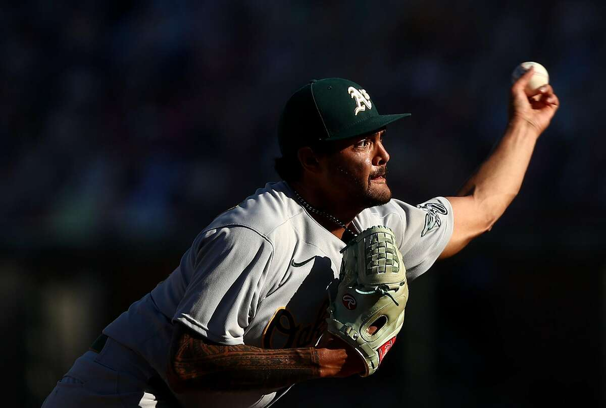 SAN FRANCISCO, CALIFORNIA - AUGUST 15: Sean Manaea #55 of the Oakland Athletics pitches against the San Francisco Giants in the fifth inning at Oracle Park on August 15, 2020 in San Francisco, California. (Photo by Ezra Shaw/Getty Images)