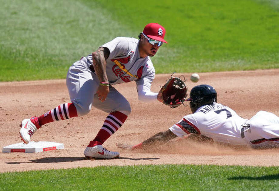 The White Sox's Tim Anderson (right) steals second as Cardinals second baseman Kolten Wong waits for a throw in the first inning Sunday in Chicago. Photo: Associated Press