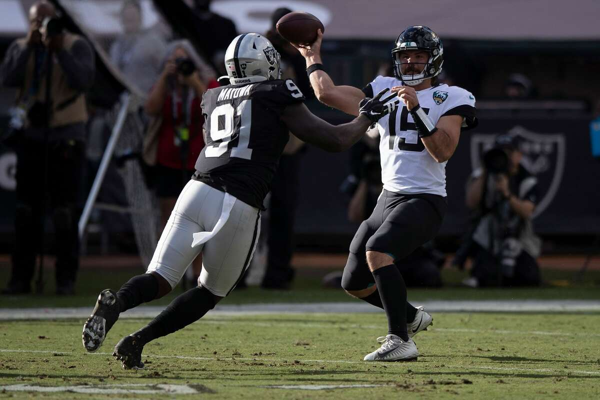 OAKLAND, CA - DECEMBER 15: Quarterback Gardner Minshew II #15 of the Jacksonville Jaguars is pressured by defensive end Benson Mayowa #91 of the Oakland Raiders during the second quarter at RingCentral Coliseum on December 15, 2019 in Oakland, California. (Photo by Jason O. Watson/Getty Images)
