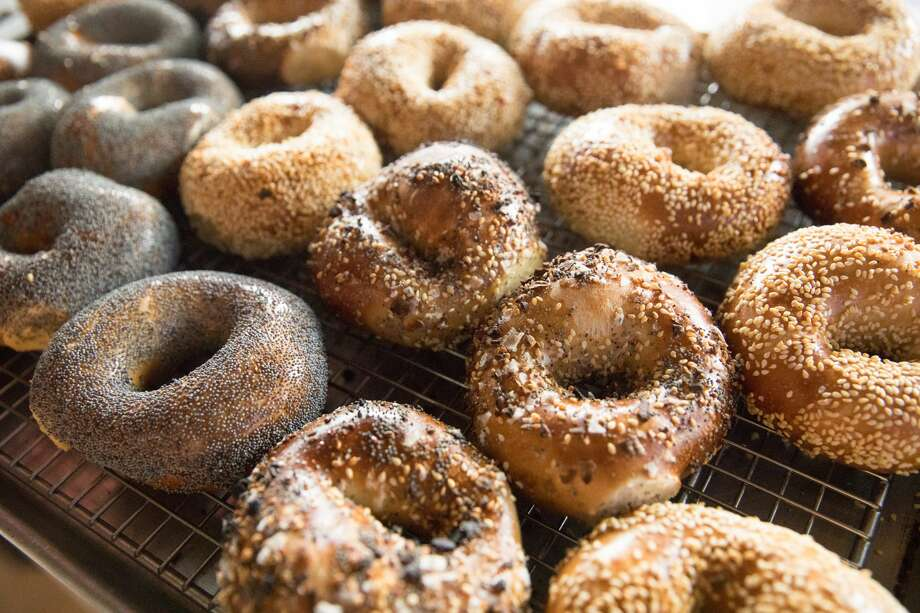 Freshly baked bagels are on display in the window at Saul's Restaurant and Delicatessen in Berkeley, California on Aug. 11, 2020. Photo: Douglas Zimmerman/SFGATE / SFGATE