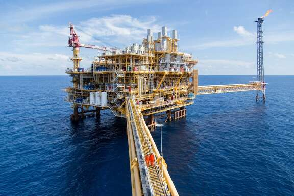 Houston oil field service company Halliburton landed a contract to add cloud computing technology that will improve production at offshore rigs in Thailand.