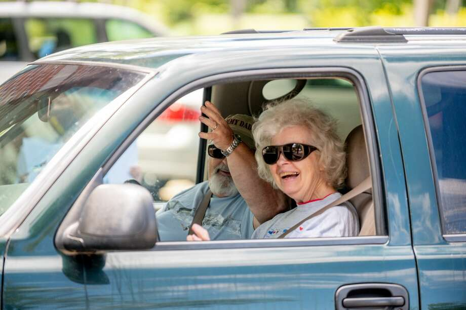 Trailside Senior Center celebrates its volunteers with a thank you parade Tuesday, Aug. 18, 2020 at the facility in Midland. (Adam Ferman/for the Daily News) Photo: (Adam Ferman/for The Daily News)