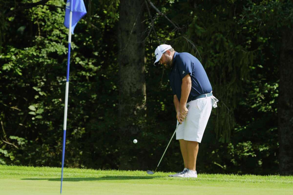 Scott Berliner chips onto the green during the final round of the Northeastern New York PGA Stroke Play Championship on Tuesday, Aug. 18, 2020, in Niskayuna, N.Y. (Paul Buckowski/Times Union)