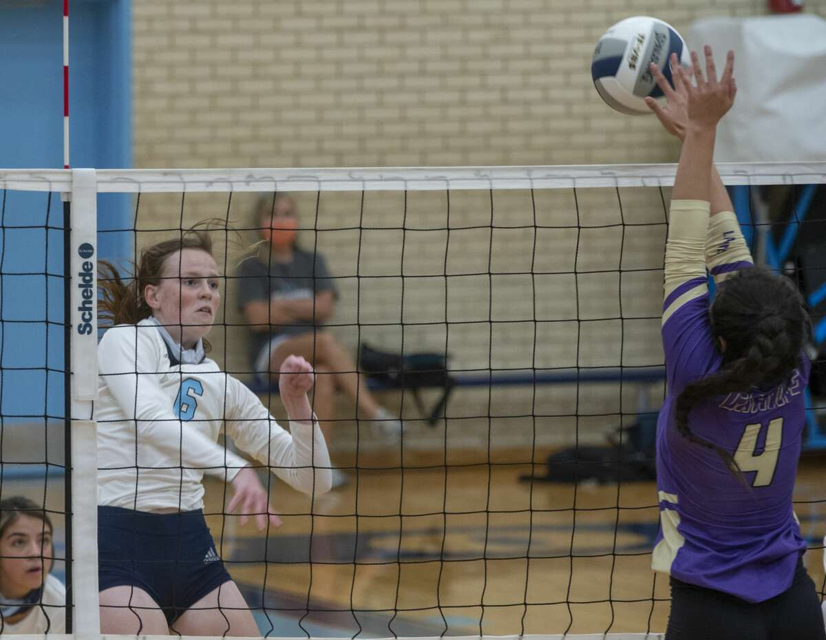 Greenwood's Edie Coleman tries to hit the ball past Crane's Natali Garza 8/18/2020 at the Greenwood High gym. Tim Fischer/Reporter-Telegram