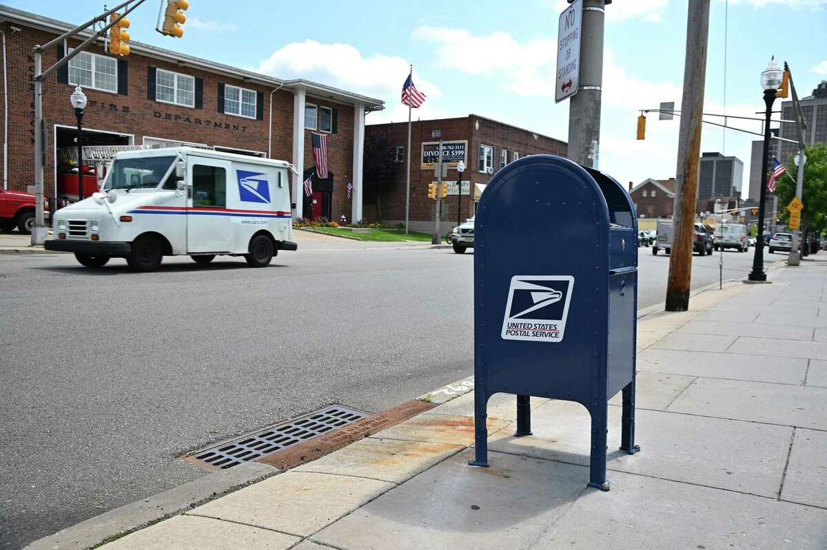 Cars drive past a mailbox on August 17, 2020 in Morristown, New Jersey on August 17, 2020. Postmaster General Louis DeJoy has accepted House Democrats' request to come before Congress on August 24th to answer questions about recent policy and operational changes inside the postal service. (Photo by Theo Wargo/Getty Images)