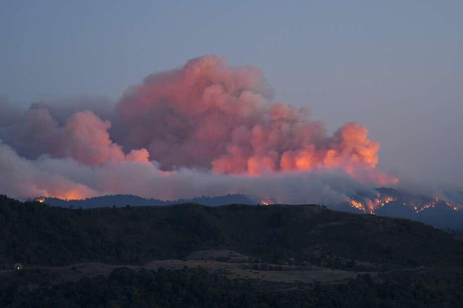 Alexander Haimson photographed the CZU Lightning Complex Fire near the Windy Hill Open Space in Portola Valley, Calif. Photo: Alexander Haimson