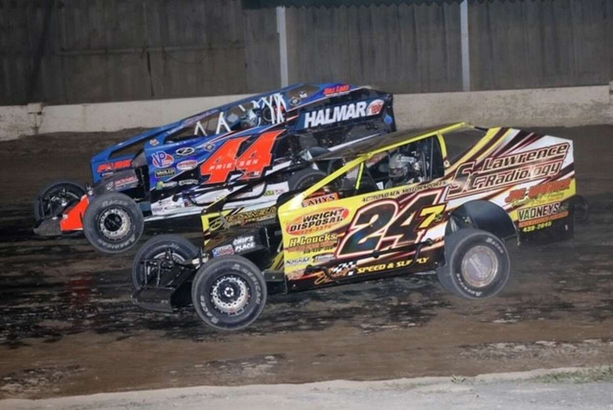 Stewart Friesen (44) and Michael Maresca battled all season, with Maresca coming away with the Modified division points title. (JB Photography)
