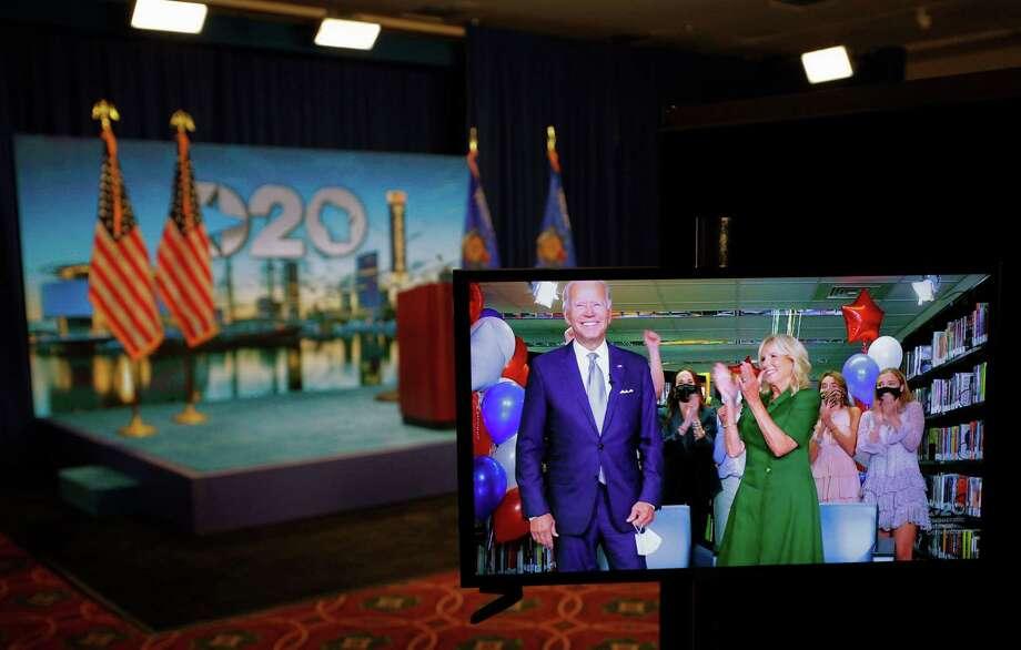 El exvicepresidente Joe Biden aparece en una transmisión de video desde Delaware después de conseguir los votos para convertirse en el candidato presidencial del Partido Demócrata para las elecciones de 2020 durante la segunda noche de la Convención Nacional Demócrata en Milwaukee, Wisconsin, el martes 18 de agosto de 2020. Photo: BRIAN SNYDER /POOL /AFP Via Getty Images / AFP