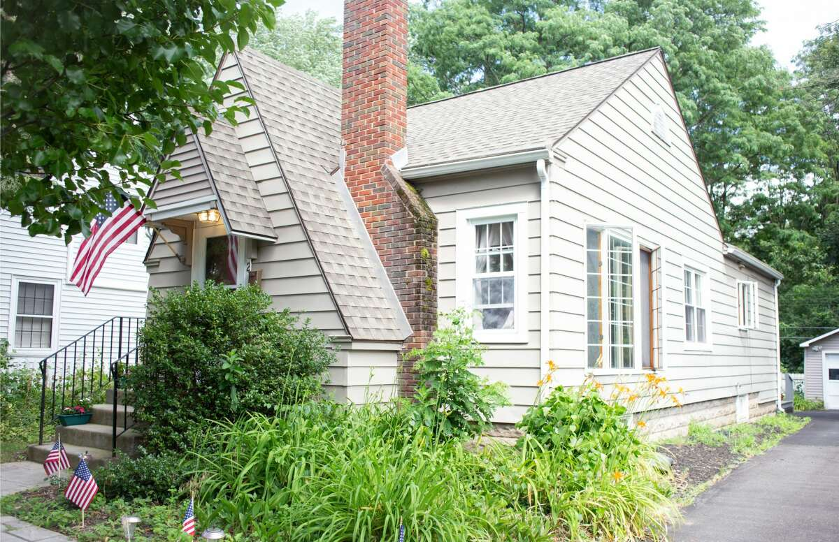 The house for sale at 1142 Hedgewood Lane, Niskayuna has three bedroom and two bathrooms. Contact listing agent Abigal Sisson of Sterling Homes at 518-894-8729. https://realestate.timesunion.com/listings/1142-Hedgewood-La-Niskayuna-NY-12309-4603-MLS-202025587/43657590
