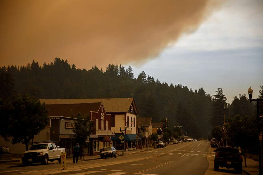 Heavy smoke from the CZU August Lightning Complex fire covers Boulder Creek, Calif., on Aug. 19, 2020. Photo: MediaNews Group/The Mercury News/MediaNews Group Via Getty Images / Bay Area News Group - Digital First Media