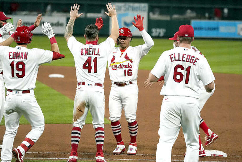 The Cardinals' Kolten Wong (16) is congratulated by teammates after hitting a walk-off single to defeat the Cincinnati Reds Thursday night in St. Louis. Photo: AP Photo