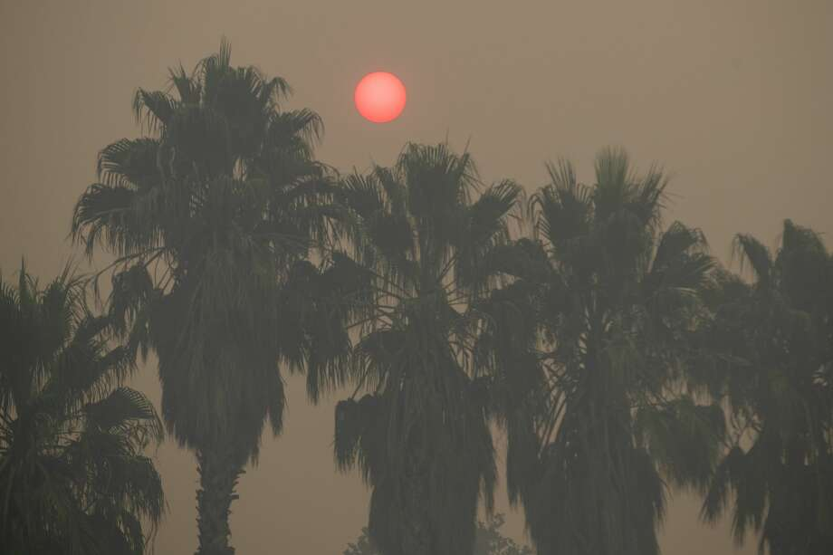 Heavy smoke from the LNU Lightning Complex wildfire partial obscures the sun in Vacaville , Calif., on Thursday, Aug. 20, 2020. Photo: MediaNews Group/East Bay Times Via Getty Images/MediaNews Group Via Getty Images / Bay Area News Group