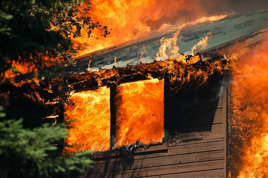A cabin near Little Basin Road and Highway 236 goes up in flames in Boulder Creek, Calif., on Thursday, Aug. 20, 2020. Photo: Randy Vazquez/MediaNews Group/The Mercury News Via Getty Images / Bay Area News Group