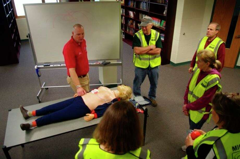 """The CERT programhas trainings on topics like first aid, fire safety, search and rescue operations and disaster preparedness. By having CERT volunteers, this allows first responders to rely on CERT volunteers so that the responders can """"focus on more complex tasks."""" (File photo)"""