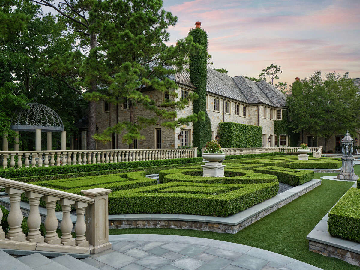 The estate was built in 2003, enlisting R.B. Ratcliff for the project, to echo the English estates of their birthplace. The mansion is similar to the home in the Princess Diaries-- royal, luxurious and modern.