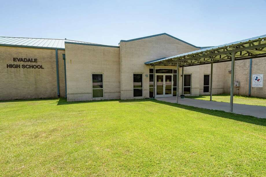 Evadale High School has been closed for cleaning and sanitation. The Evadale Independent School District closed all campuses Tuesday due to a student testing postive for the coronavirus. Photo made on August 18, 2020. Fran Ruchalski/The Enterprise Photo: Fran Ruchalski, The Enterprise / The Enterprise / © 2020 The Beaumont Enterprise