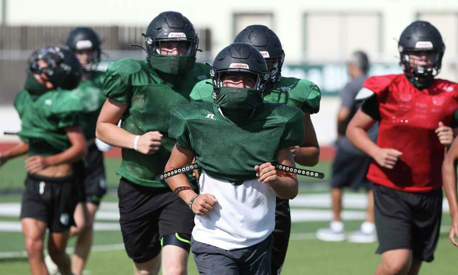 When it starts: The season is set to start Thursday, Aug. 27 for UIL classes 4A and below. Classes 6A and 5A begin practice Sept. 7 and open their season Sept. 24. TAPPS, the state's largest governing body for extracurricular activities for private schools, is following the same schedule.  Schools will have 11 weeks to play 10 games, according to the UIL's website. The UIL allows five days between games. Photo: Tom Reel / Staff Photographer / **MANDATORY CREDIT FOR PHOTOG AND  SAN ANTONIO EXPRESS-NEWS/NO SALES/MAGS OUT/TV