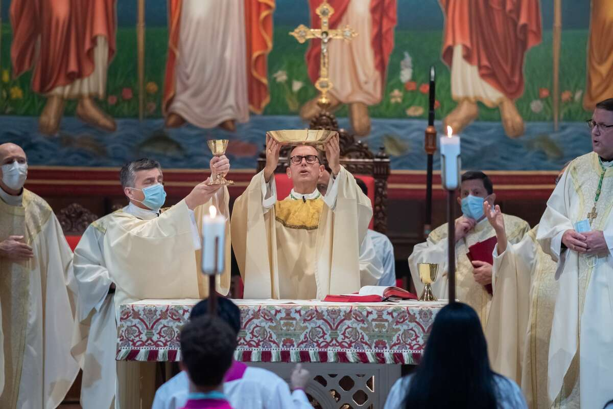 Bishop Toups offers up the Eucharistic gifts during the Mass. Newly ordained Bishop David Toups said his first Mass in his new home church, St. Anthony Cathedral Basilica since being ordained. Photo made on August 22, 2020. Fran Ruchalski/The Enterprise