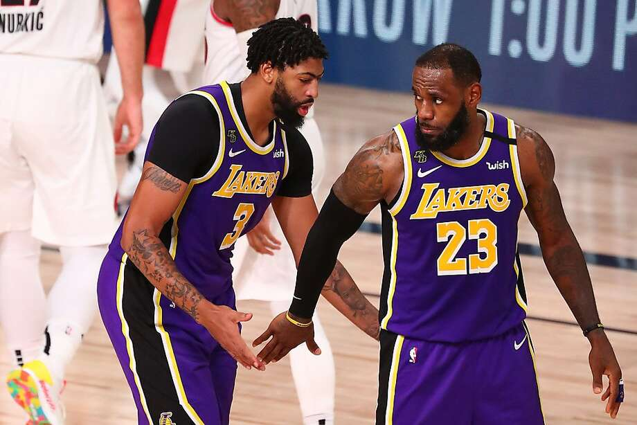 Anthony Davis (left), who 29 points, encourages LeBron James, who had 38 points, 12 rebounds and eight assists. Photo: Pool / Getty Images