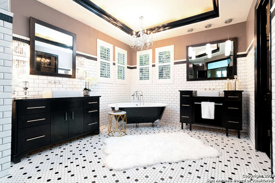 A touch of black could be the perfect color to liven up your bathroom. Photo: San Antonio Board Of Realtors