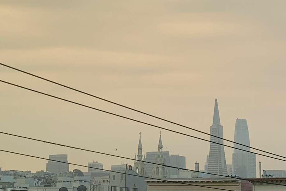 Smoke fills the skies above San Francisco on Aug. 23, 2020. Photo: Anh Lê