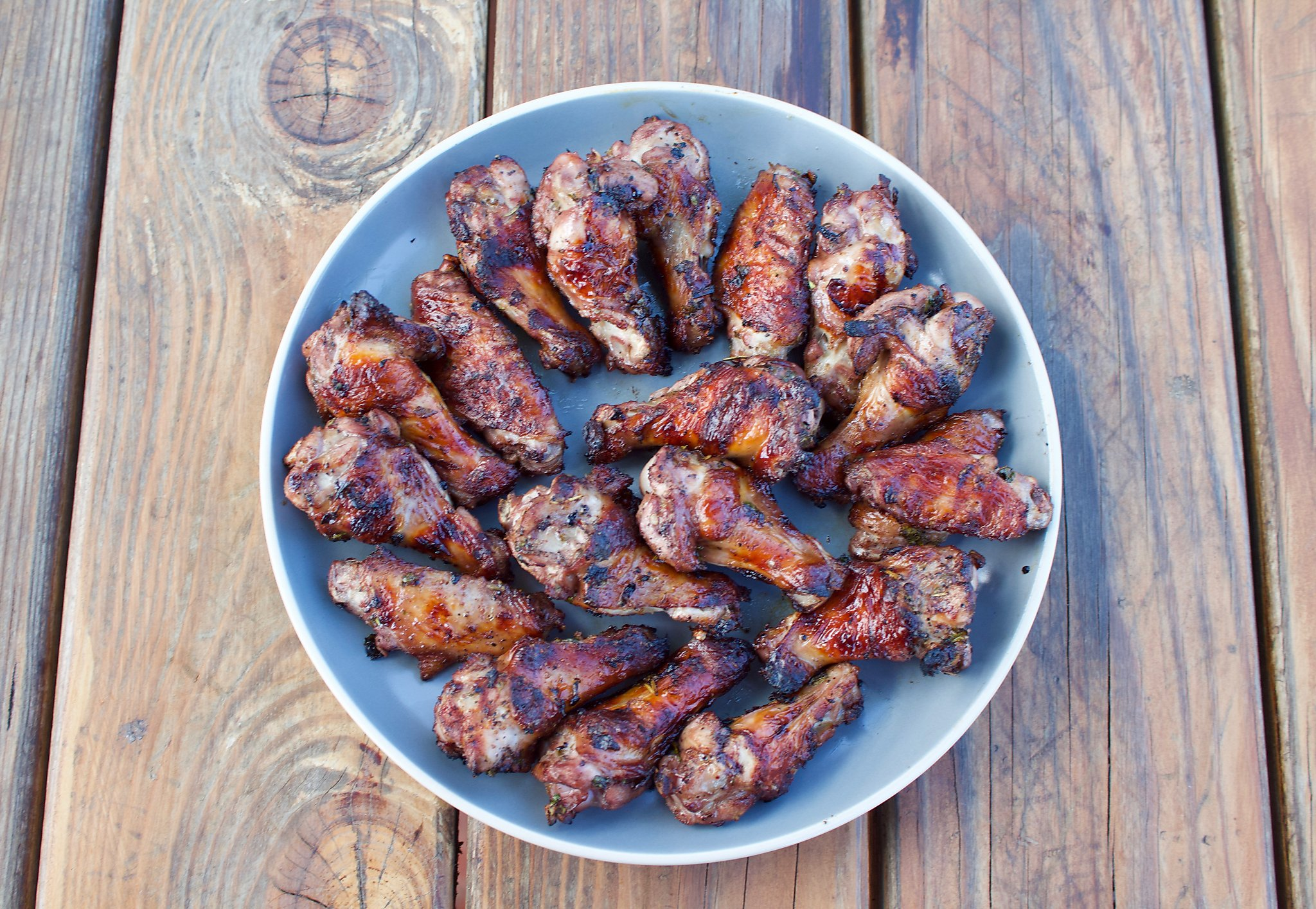 Barbecued Brazilian-style red-wine chicken wings bring unforgettable zing