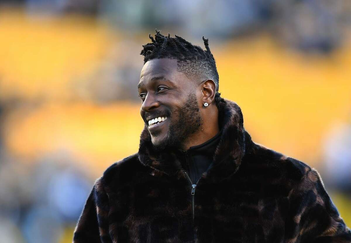 Temple Fade with Twists: Antonio Brown A temple fade with twists is one of the most dapper looks you can rock. Source a talented barber who can do the styling on top, as well as your temple fade (and tip that man well!) Rock this look with your weekend gym fits and your freshest suits.