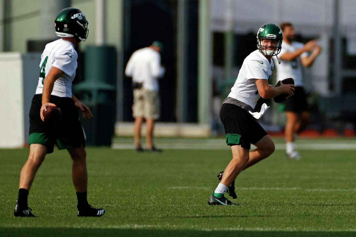 New York Jets quarterback Sam Darnold (14) practices drills during a practice at the NFL football team's training camp in Florham Park, N.J., Saturday, Aug. 22, 2020. (AP Photo/Adam Hunger)